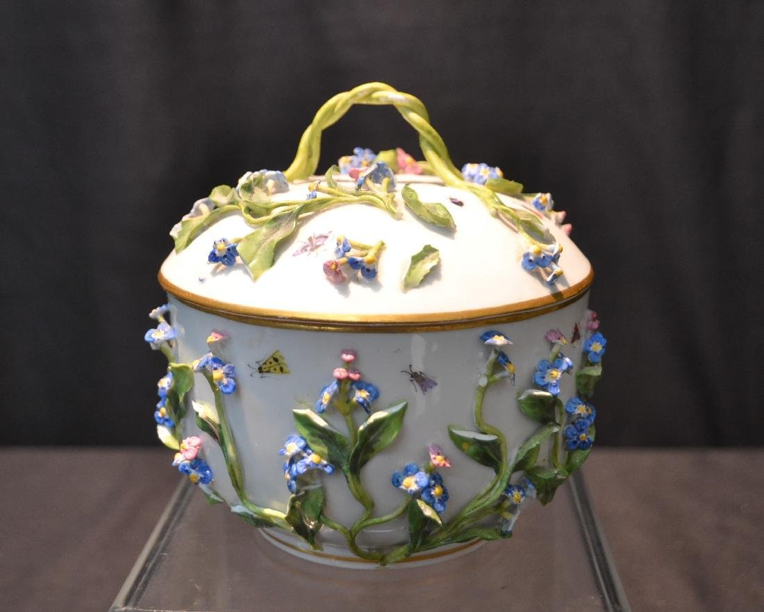 MEISSEN COVERED POT WITH ENCRUSTED FLOWERS