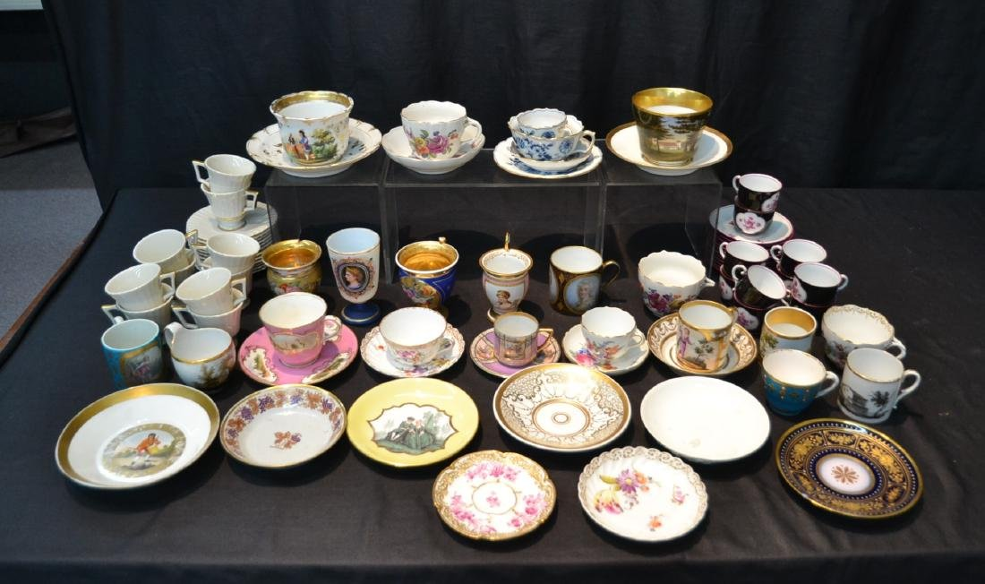 LARGE COLLECTION OF ASSORTED CUPS & SAUCERS
