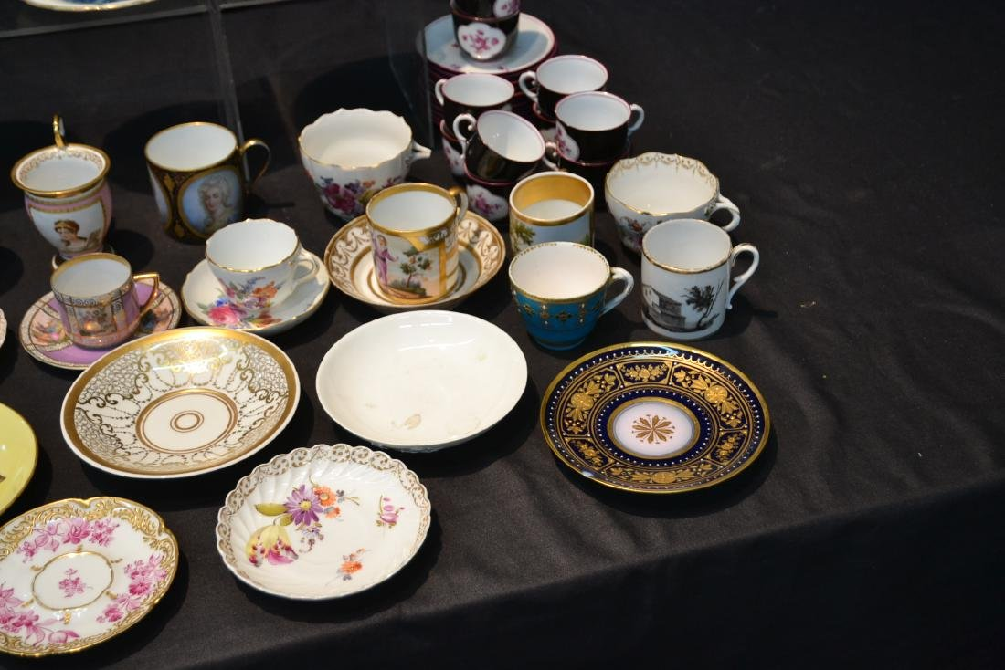 LARGE COLLECTION OF ASSORTED CUPS & SAUCERS - 3