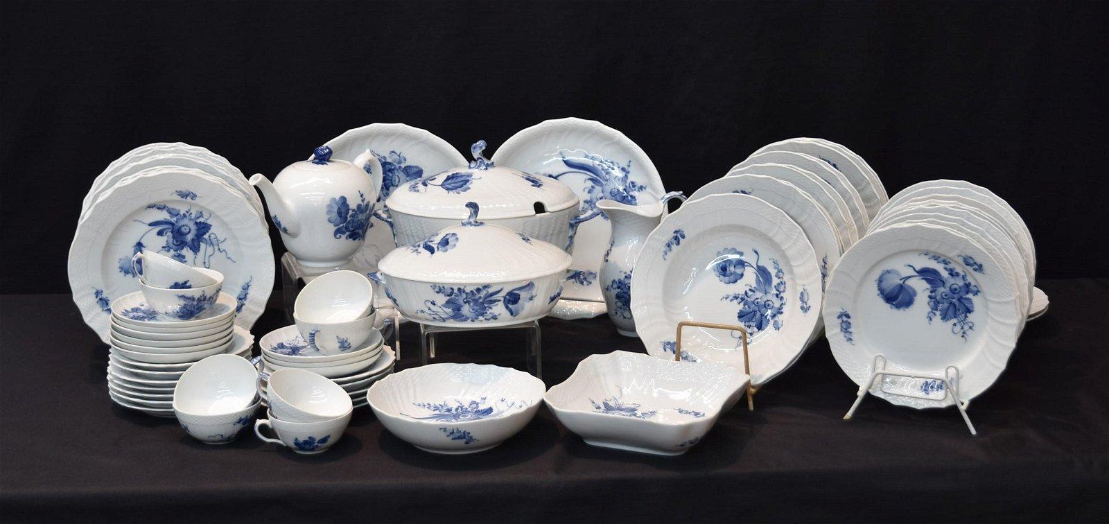 ROYAL COPENHAGEN BLUE FLOWERS DINNER SERVICE