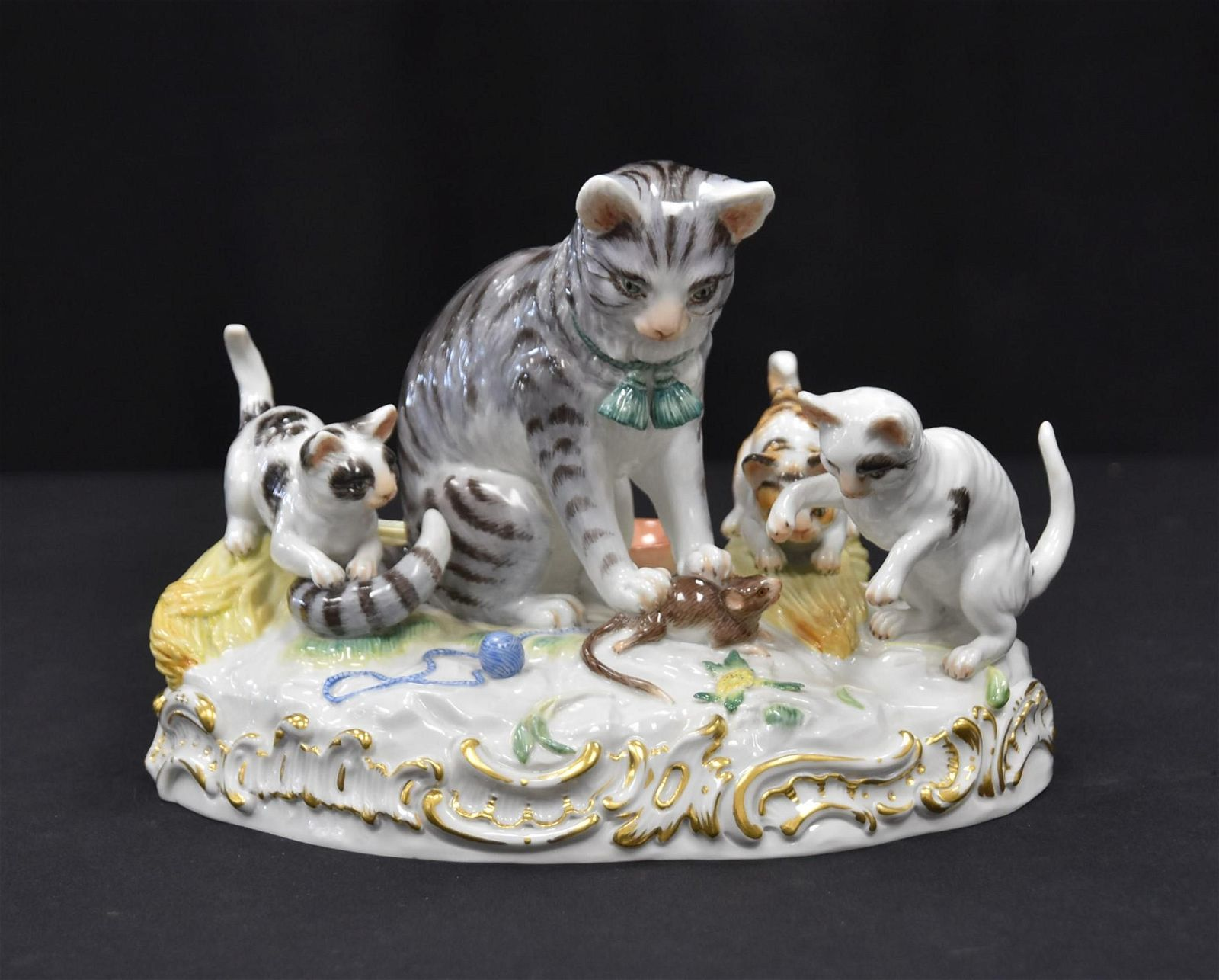 MEISSEN PORCELAIN CAT WITH MOUSE GROUP