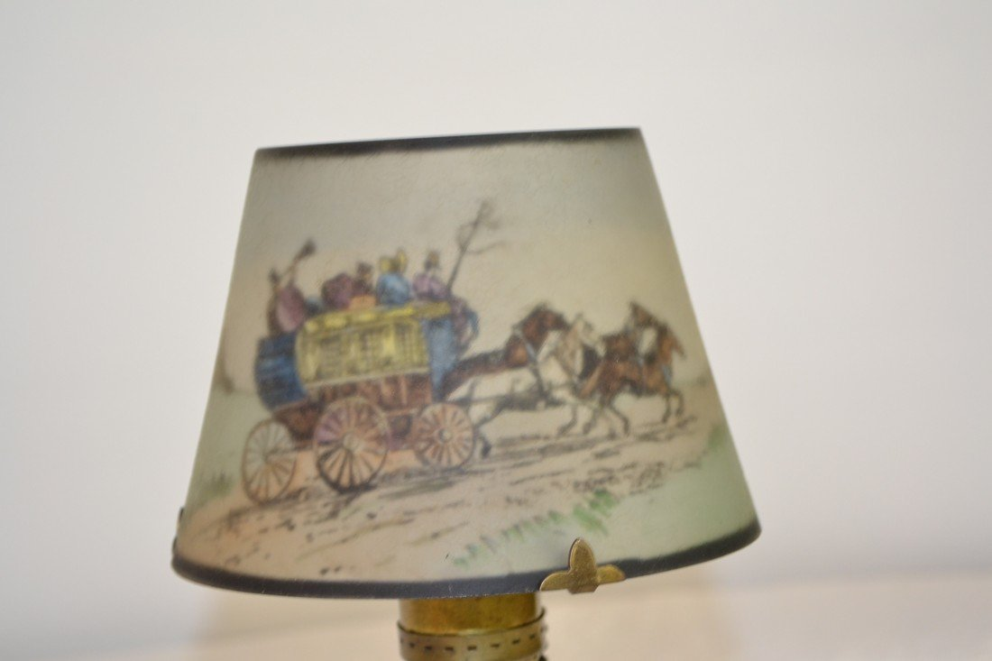 284: SIGNED PAIRPOINT COACHING SCENE BOUDOIR LAMP - 4