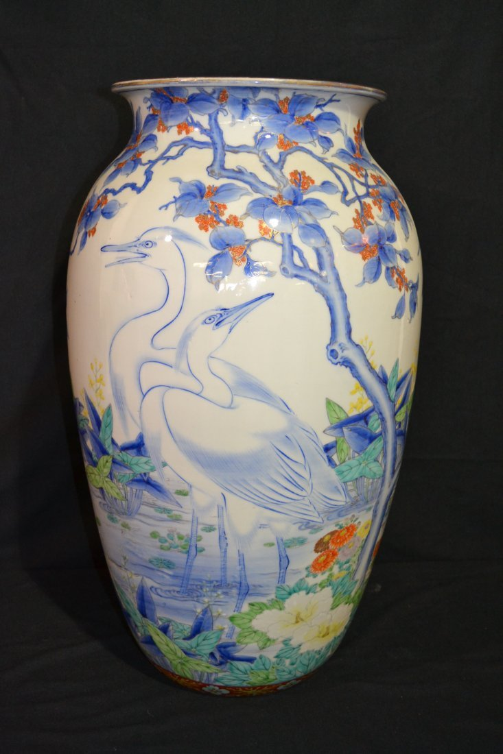 298: LARGE HAND PAINTED ORIENTAL VASE WITH CRANES &