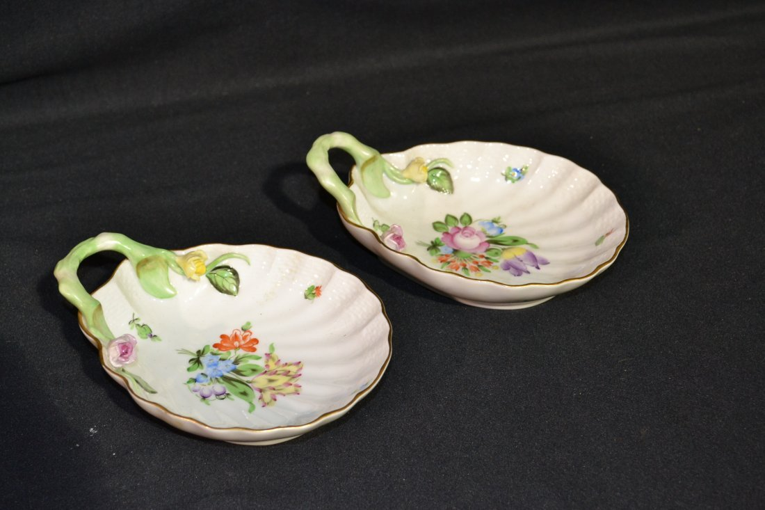 216: (2) HEREND HANDLED MINT DISHES WITH RAISED