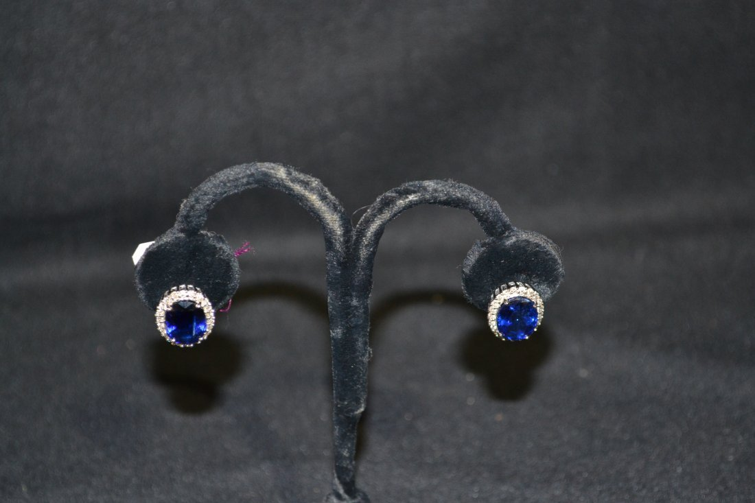 300D: (Pr) 18kt WHITE GOLD BLUE SAPPHIRES SURROUNDED