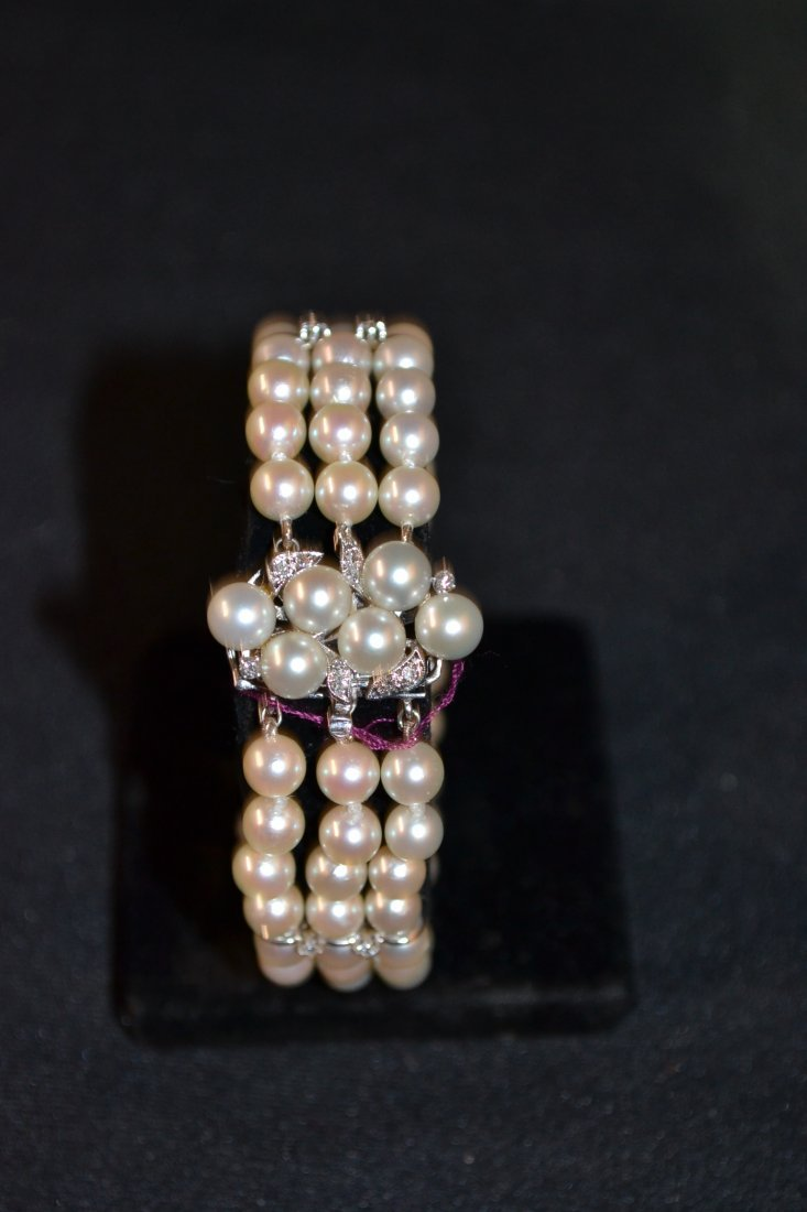 300H: 14kt WHITE GOLD 6-6.5mm PEARL BRACELET WITH