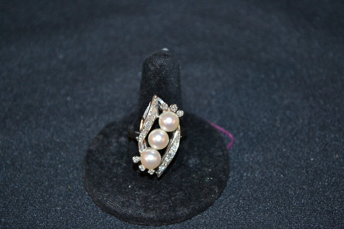 300I: 14kt WHITE GOLD PEARL & DIAMOND RING - APPROX.
