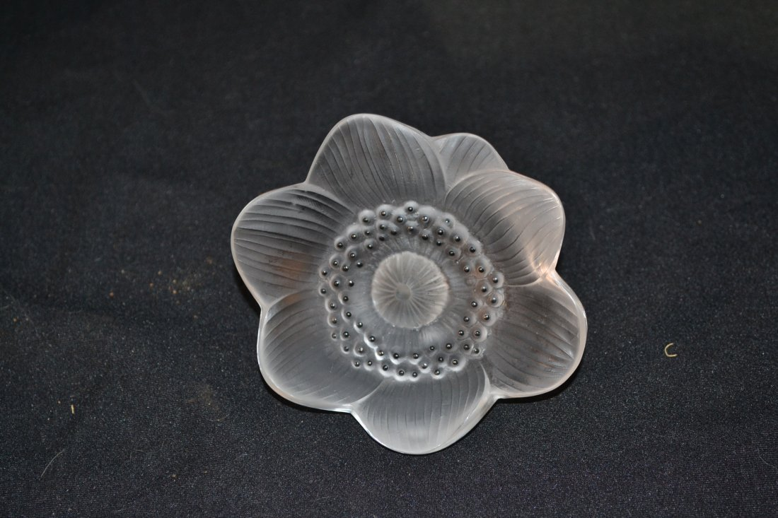 "204: LALIQUE CRYSTAL ""ANEMONES"" FLOWER - 3"" x 4 1/2"""