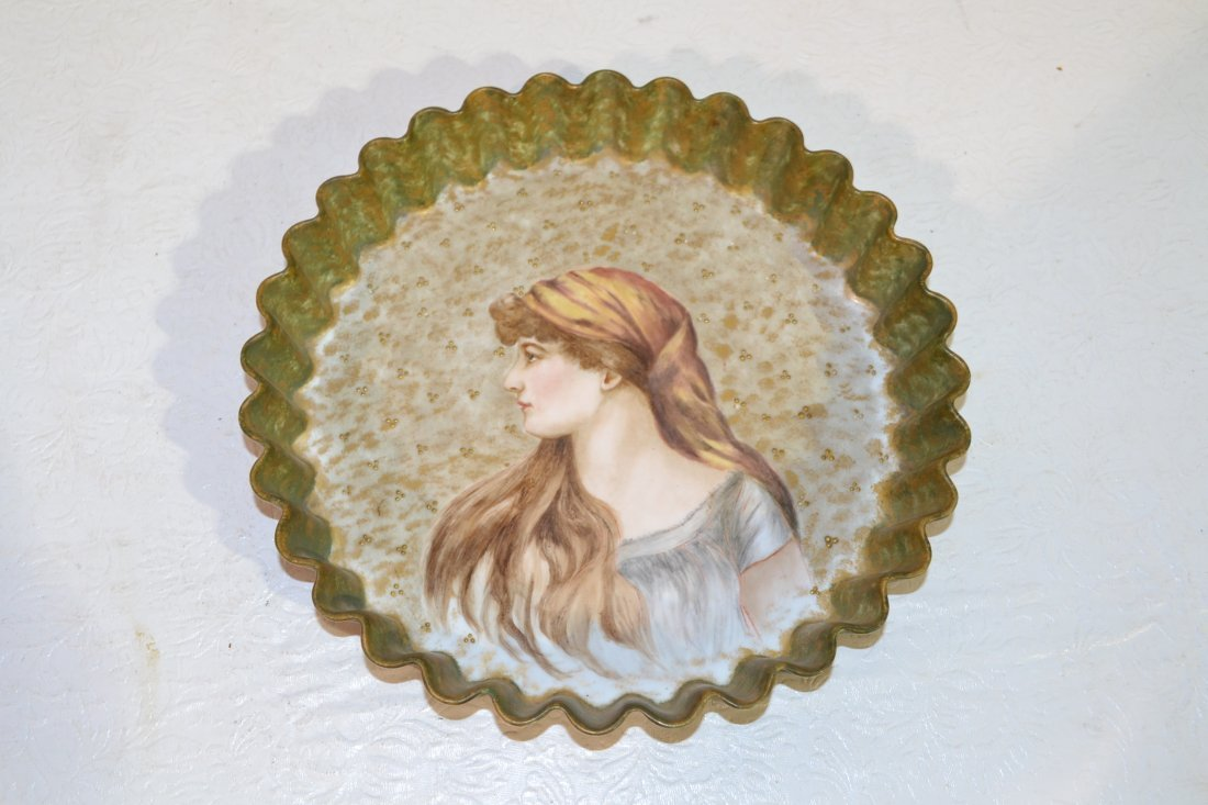 207: FRENCH HAND PAINTED PORTRAIT BOWL WITH RUFFLED