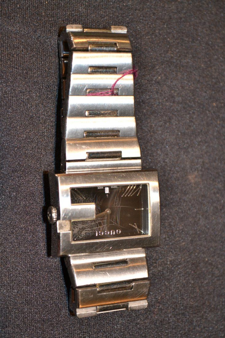 440L: GUCCI STAINLESS STEEL WATCH