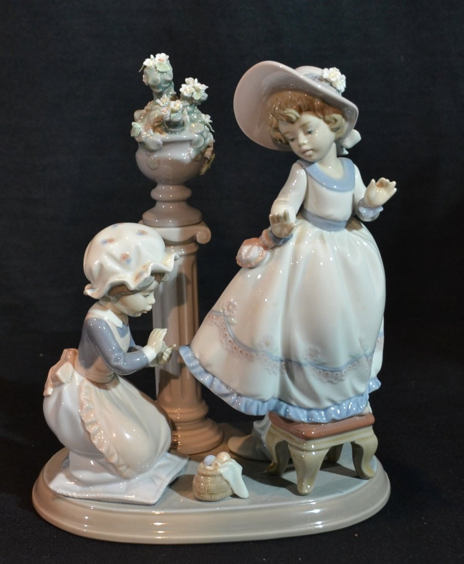 "LLADRO FIGURINE OF 2 GIRLS - 7 1/2"" x 5 1/4"" x"