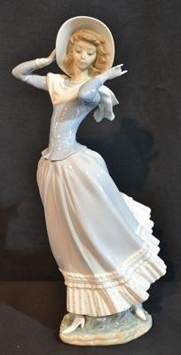 "LLADRO WOMAN WITH HAT - 14"" TALL"