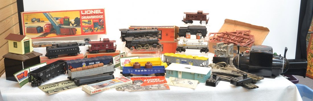 LARGE LOT OF ASSORTED LIONEL INCLUDING 2055