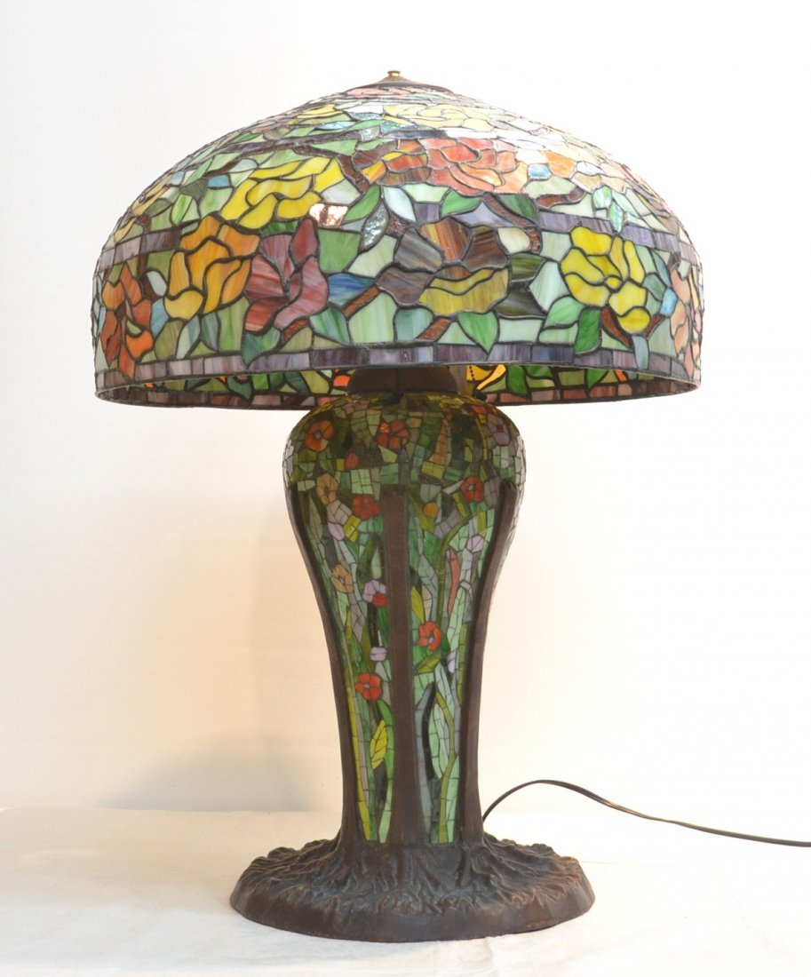LARGE LEADED GLASS TABLE LAMP WITH FLORAL SHADE
