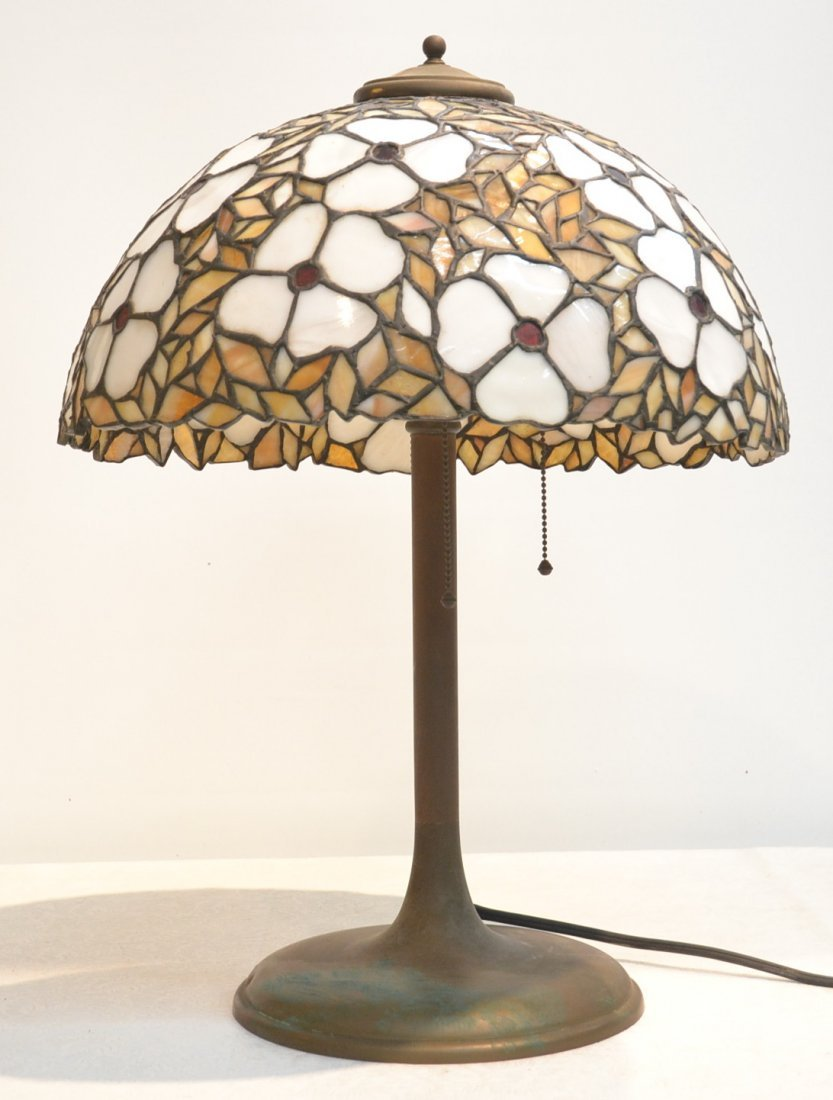 FLORAL LEADED GLASS LAMP WITH BRASS BASE