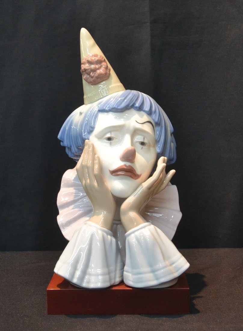 LLADRO JESTER - CLOWN BUST ON WOOD STAND