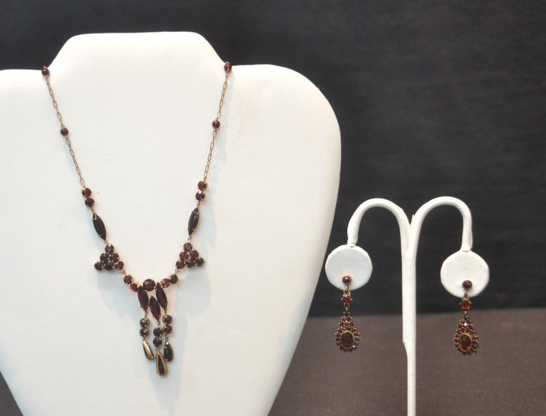 VICTORIAN GARNET NECKLACE WITH SCREW BACK
