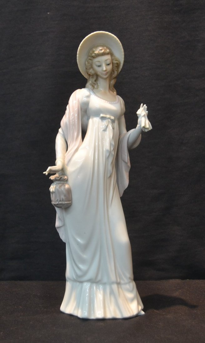 LARGE LLADRO LADY WITH SHAWL RETIRED 1998