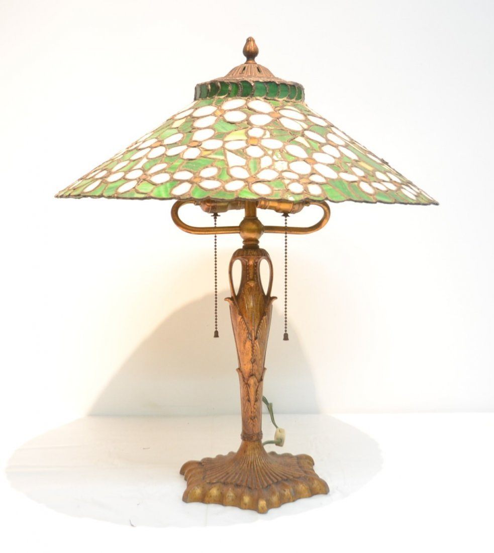 ANTIQUE FLORAL LEADED GLASS TABLE LAMP