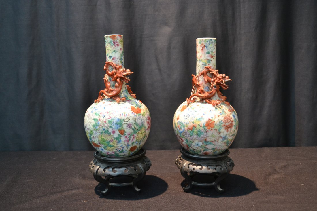 (Pr) CHINESE VASES WITH DRAGONS WRAPPED AROUND - 10