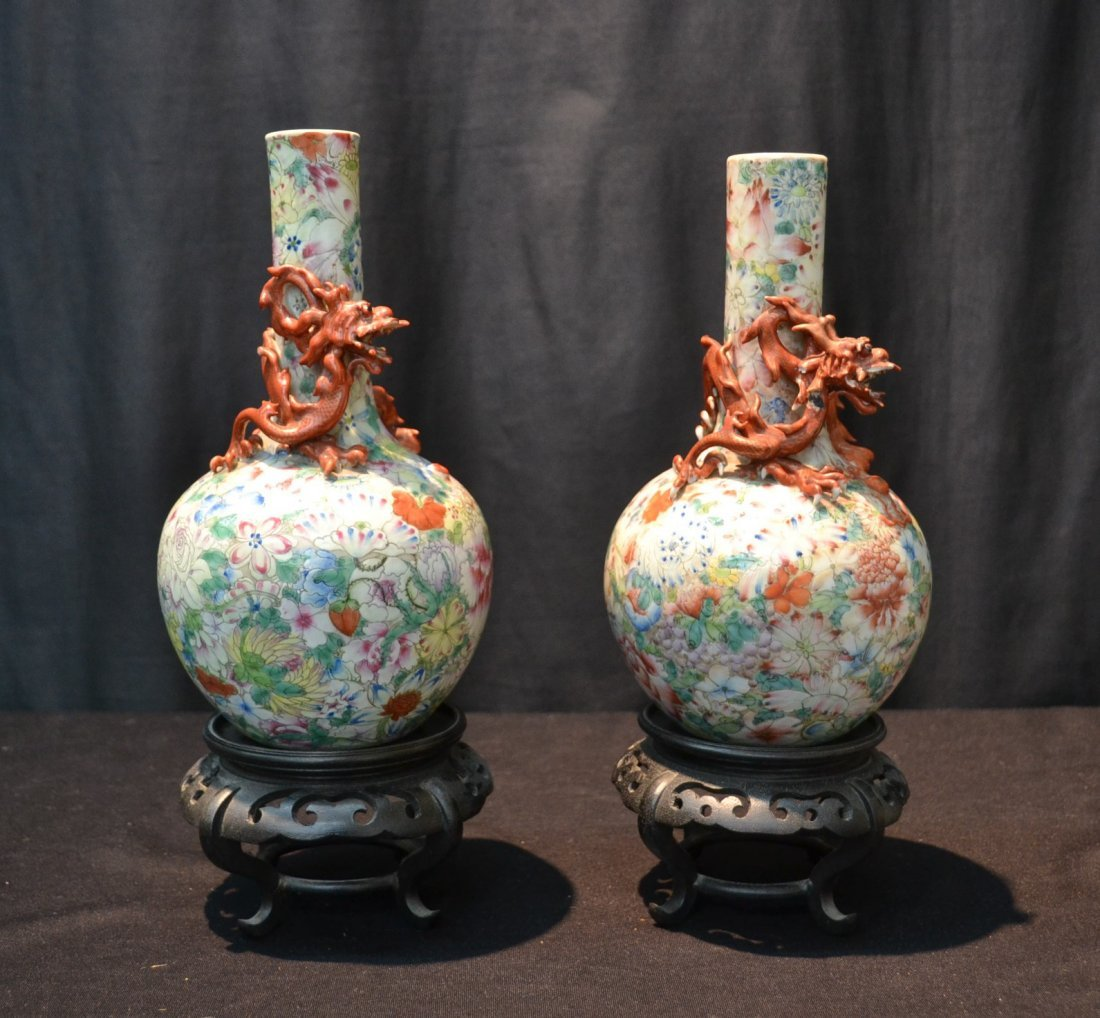 (Pr) CHINESE VASES WITH DRAGONS WRAPPED AROUND