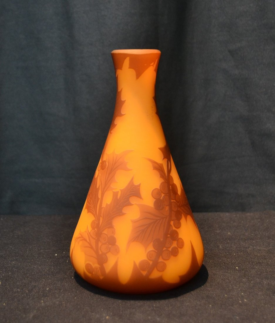 "RICHARD CAMEO ART GLASS VASE - 4"" x 7"""