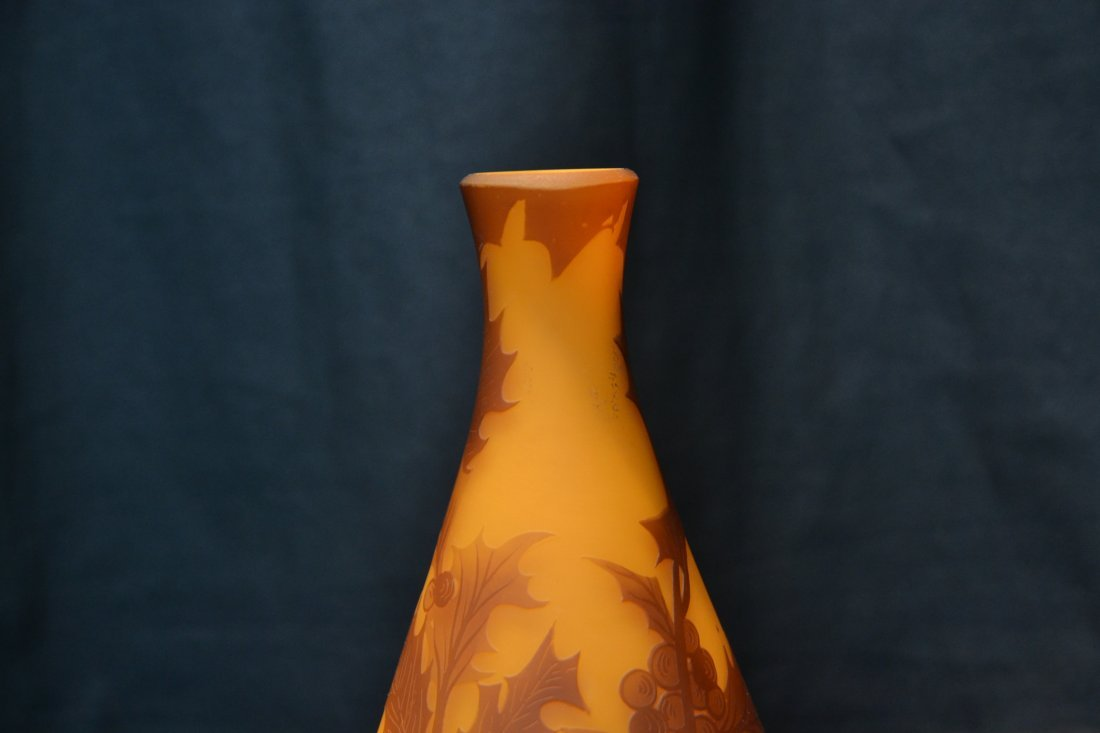 "RICHARD CAMEO ART GLASS VASE - 4"" x 7"" - 4"
