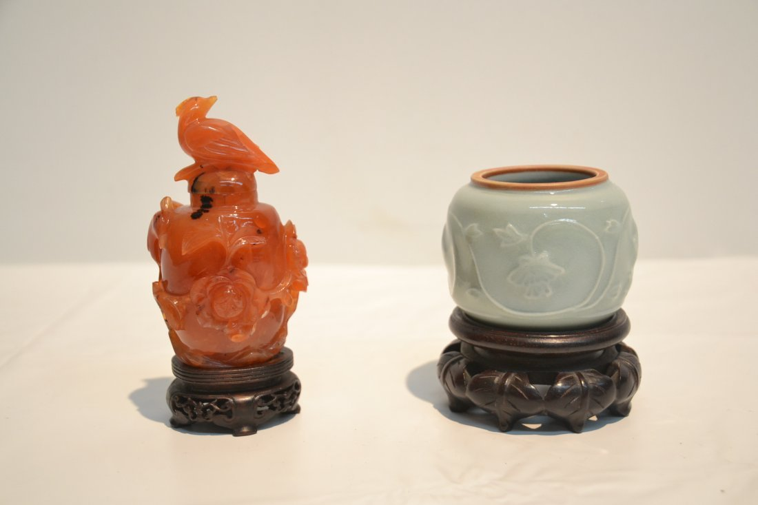 AGATE SNUFF BOTTLE & CELEDON ON STAND - 2