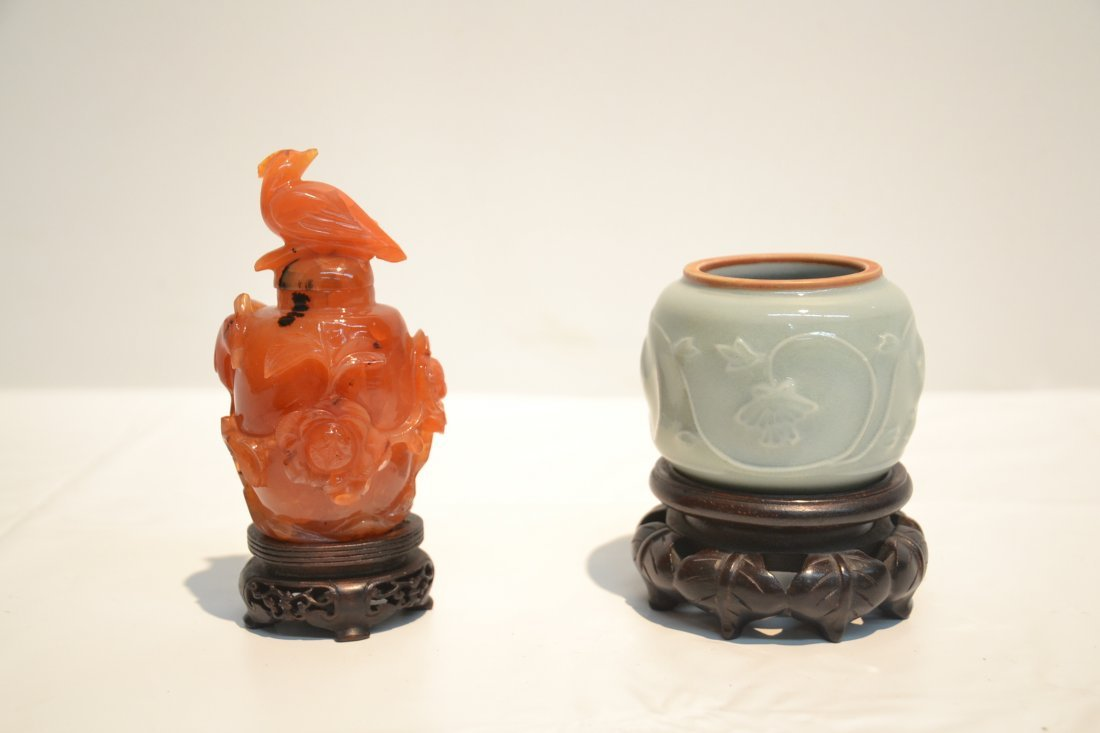AGATE SNUFF BOTTLE & CELEDON ON STAND - 3
