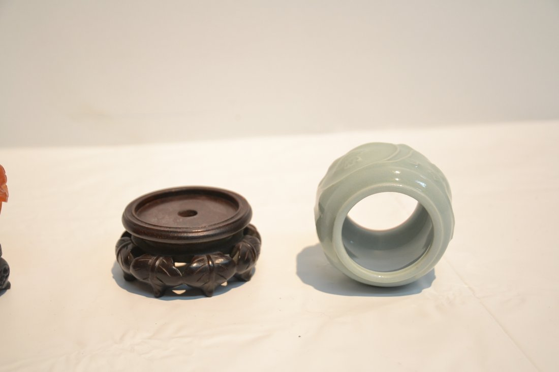 AGATE SNUFF BOTTLE & CELEDON ON STAND - 5