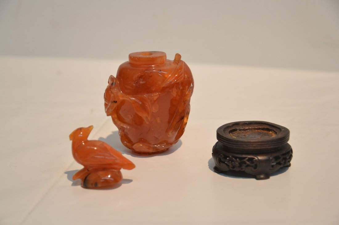 AGATE SNUFF BOTTLE & CELEDON ON STAND - 7