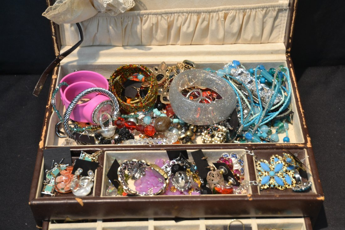 COSTUME JEWELRY BRACELETS , PINS & NECKLACES - 3