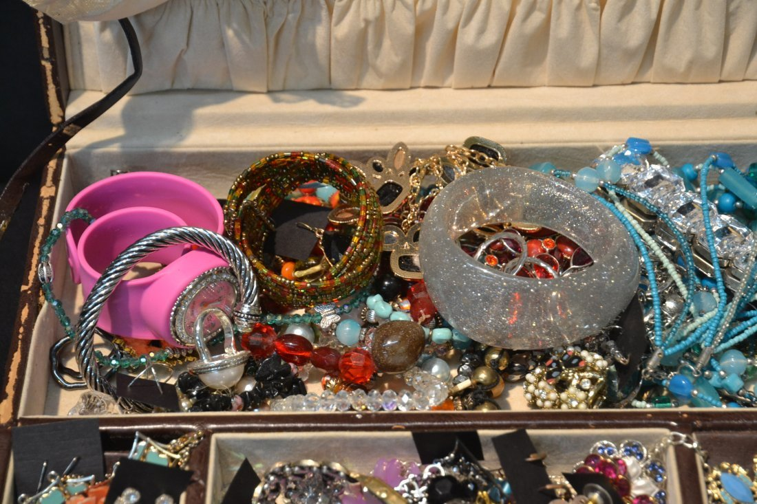 COSTUME JEWELRY BRACELETS , PINS & NECKLACES - 4