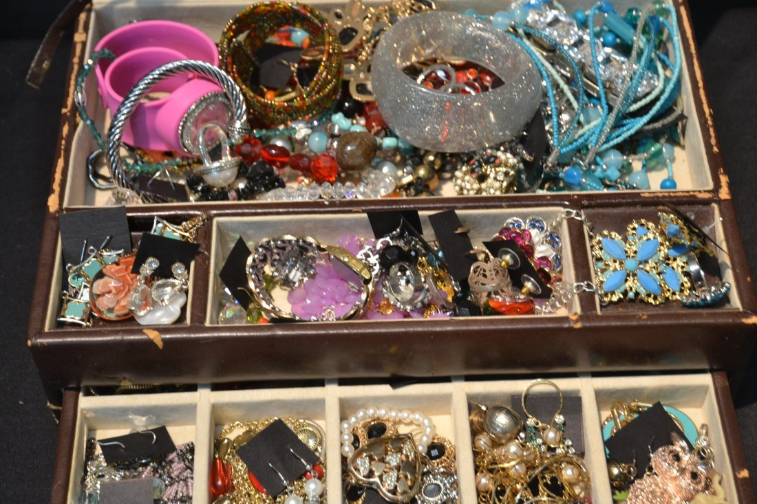 COSTUME JEWELRY BRACELETS , PINS & NECKLACES - 5