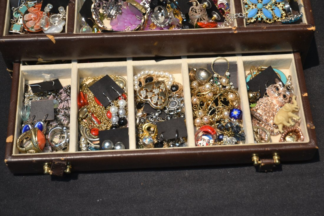 COSTUME JEWELRY BRACELETS , PINS & NECKLACES - 6