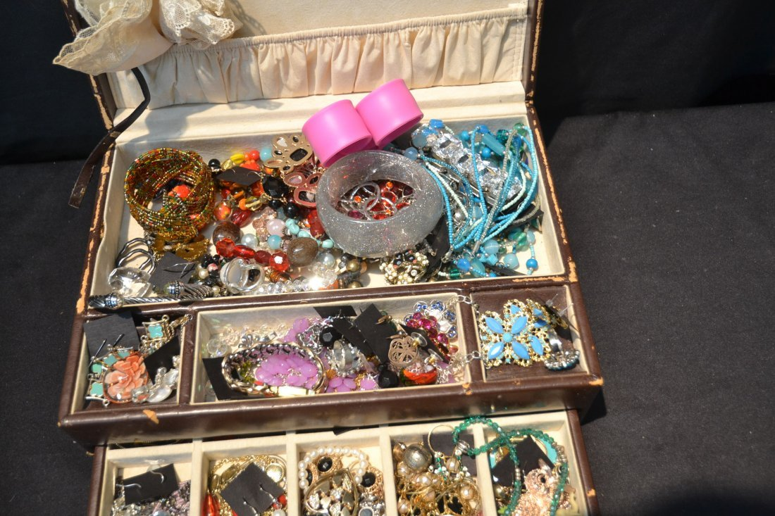 COSTUME JEWELRY BRACELETS , PINS & NECKLACES - 8