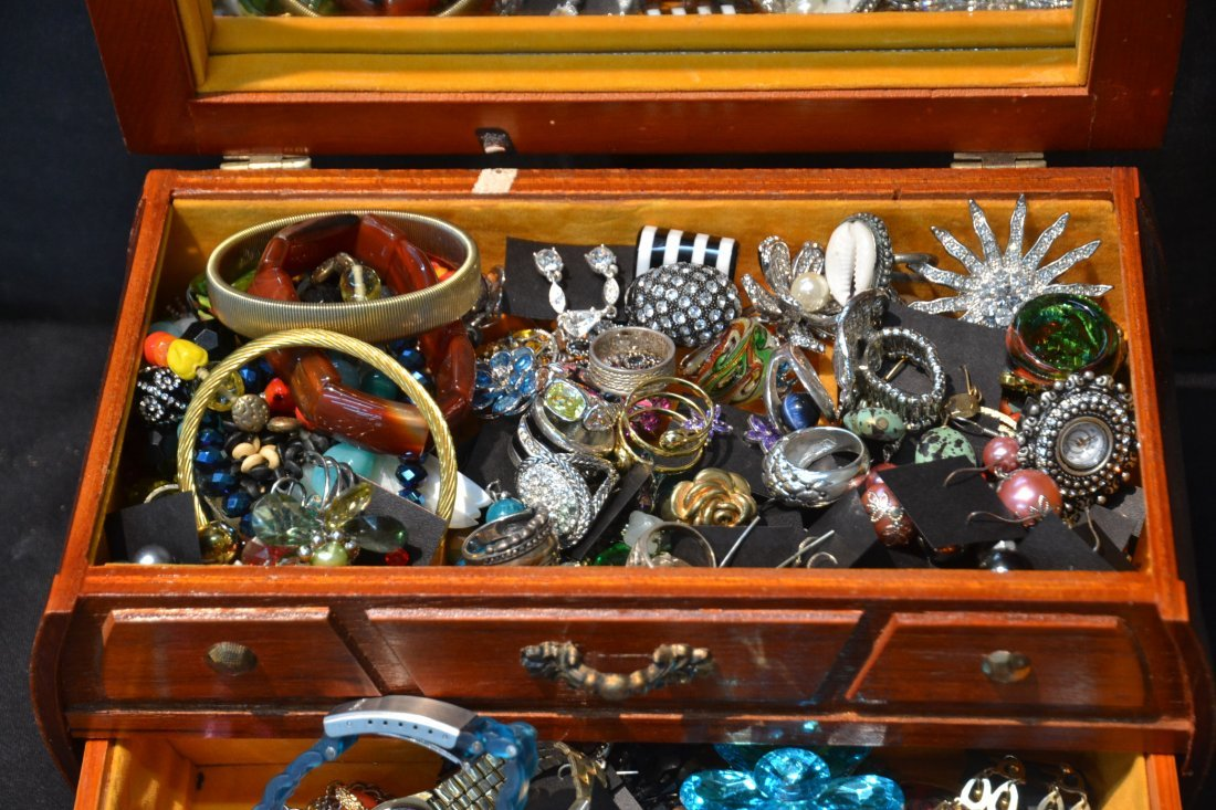 COSTUME JEWELRY , BRACELETS , RINGS, PINS & - 3