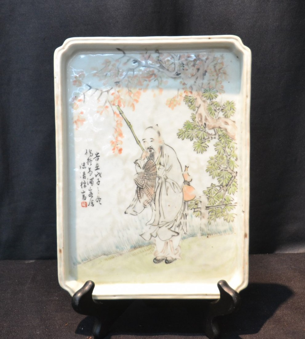 ORIENTAL PORCELAIN PLATTER OF CHINESE MAN