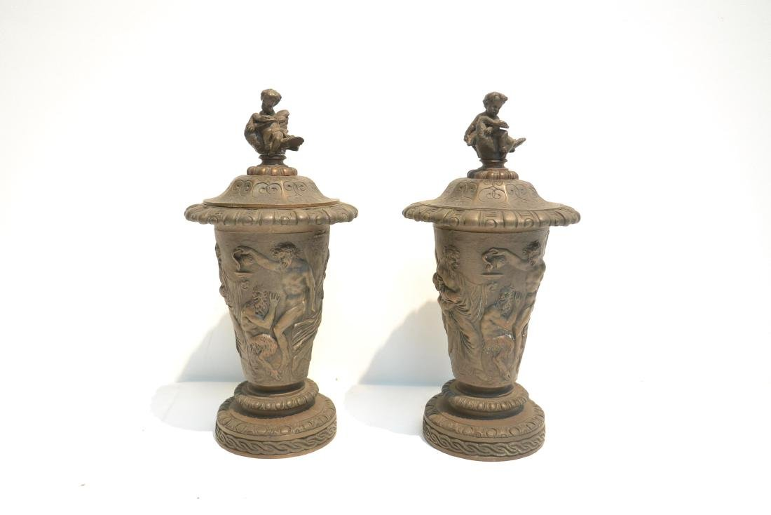 (Pr) BRONZE GARNITURE WITH FIGURES AROUND - 3