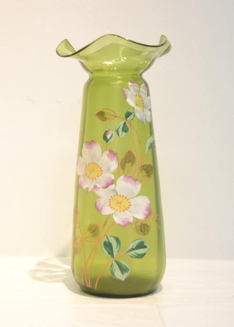 VICTORIAN GREEN GLASS RUFFLED VASE