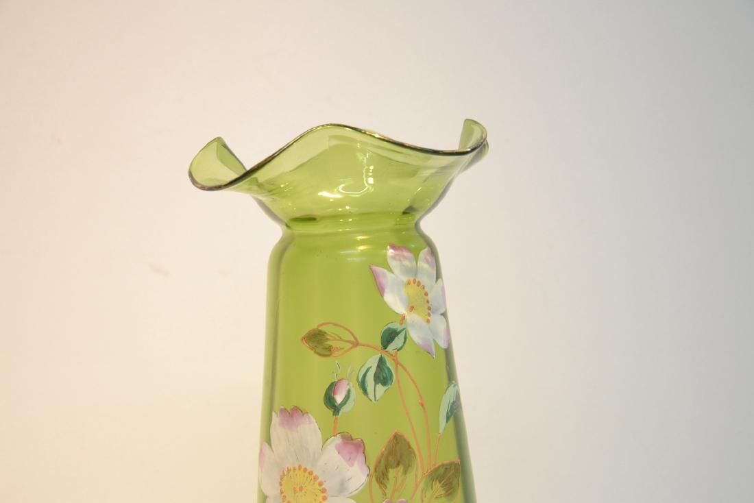 VICTORIAN GREEN GLASS RUFFLED VASE - 3