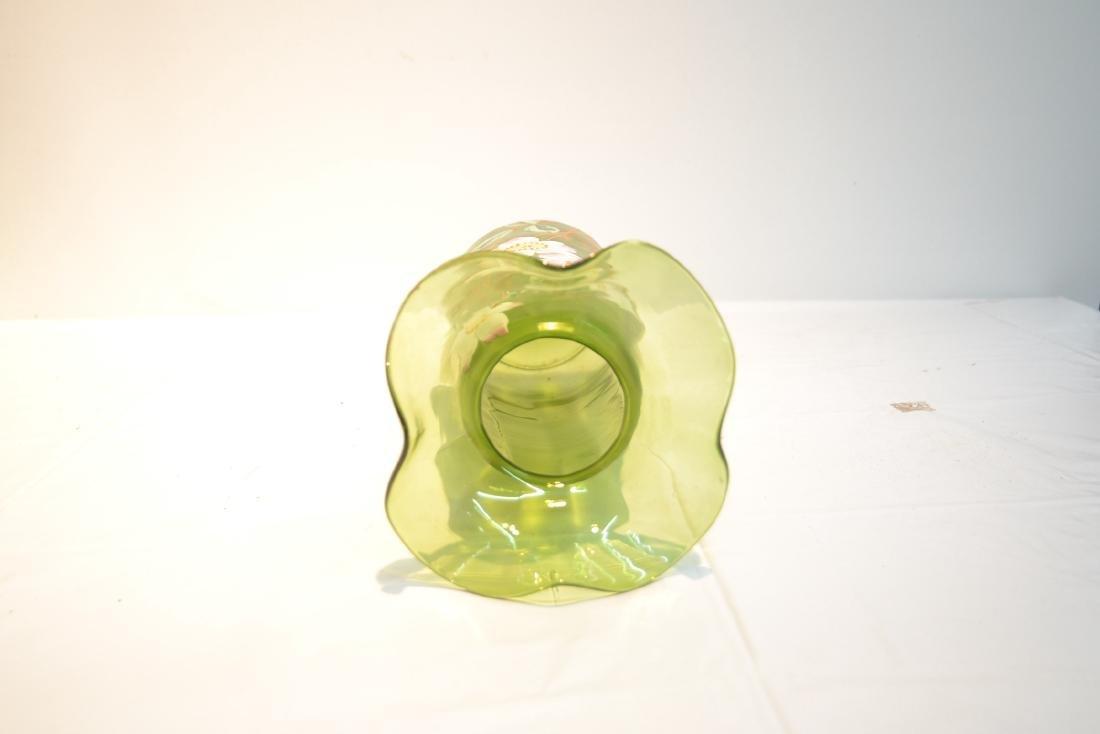 VICTORIAN GREEN GLASS RUFFLED VASE - 5