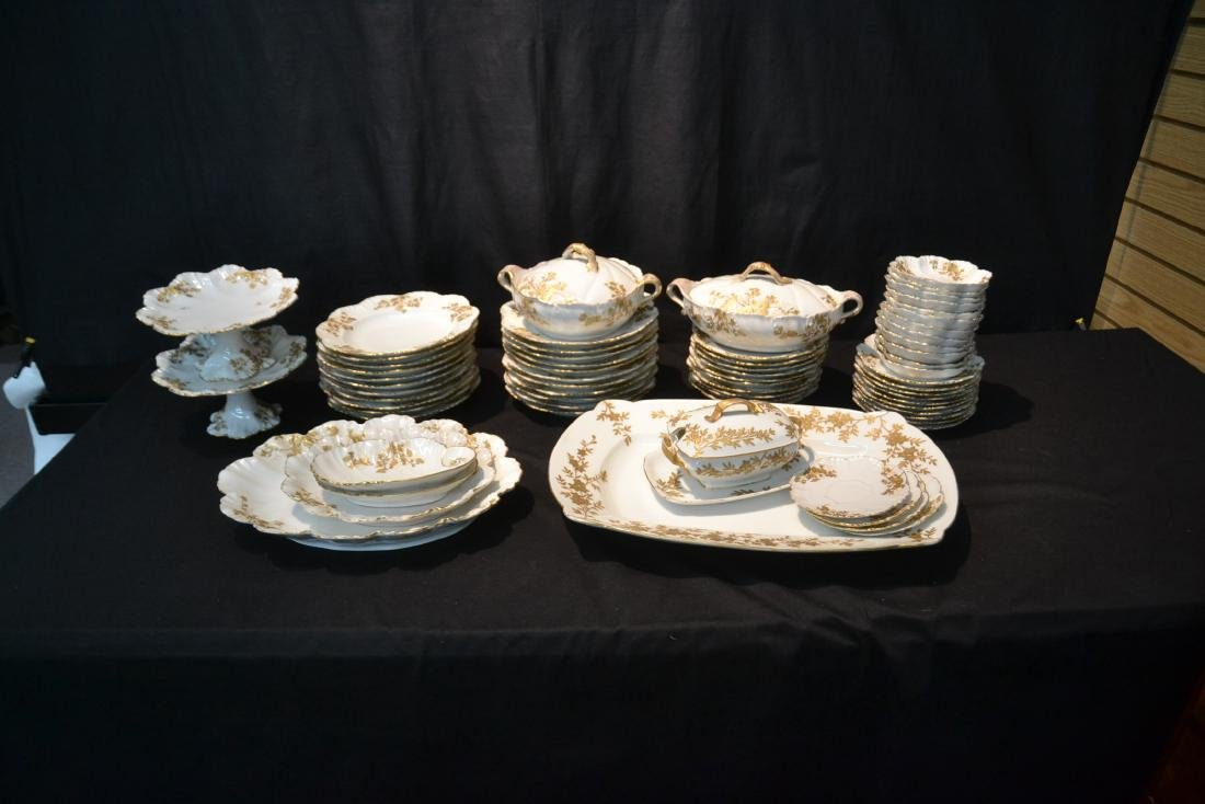 LIMOGES DINNER SERVICE WITH GOLD DECORATIONS - 2