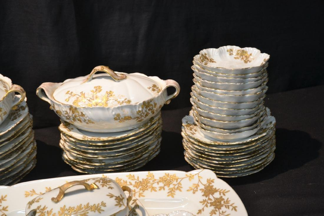 LIMOGES DINNER SERVICE WITH GOLD DECORATIONS - 3
