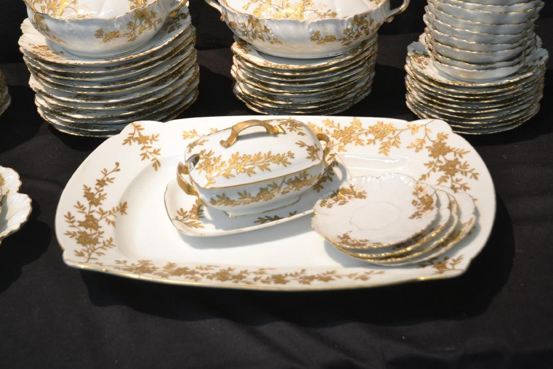LIMOGES DINNER SERVICE WITH GOLD DECORATIONS - 4