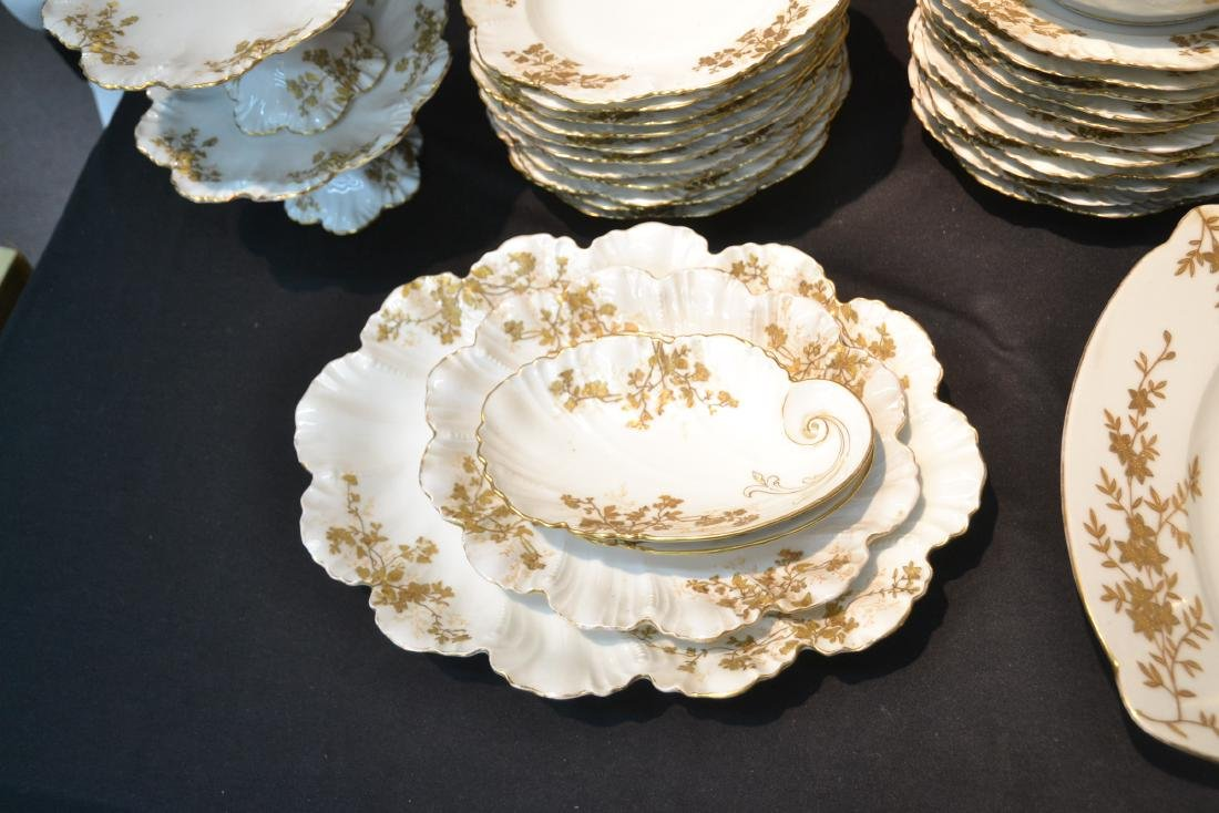 LIMOGES DINNER SERVICE WITH GOLD DECORATIONS - 5