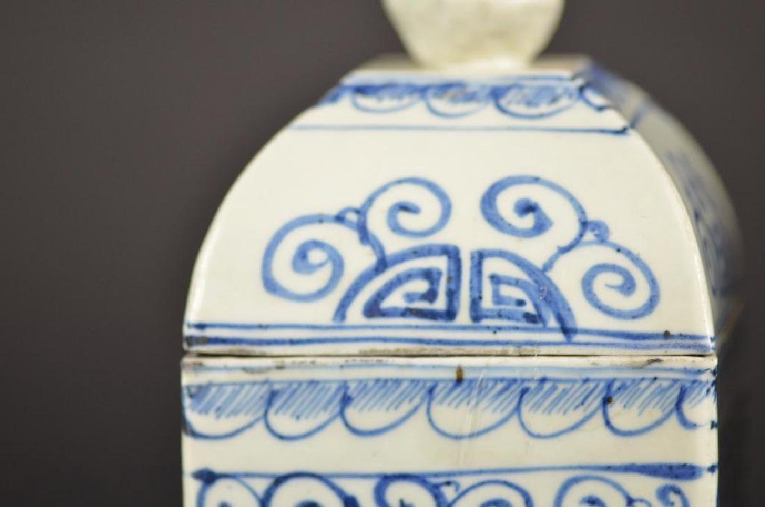 Pair of Chinese Underglaze Blue & White Lidded Vases - 7