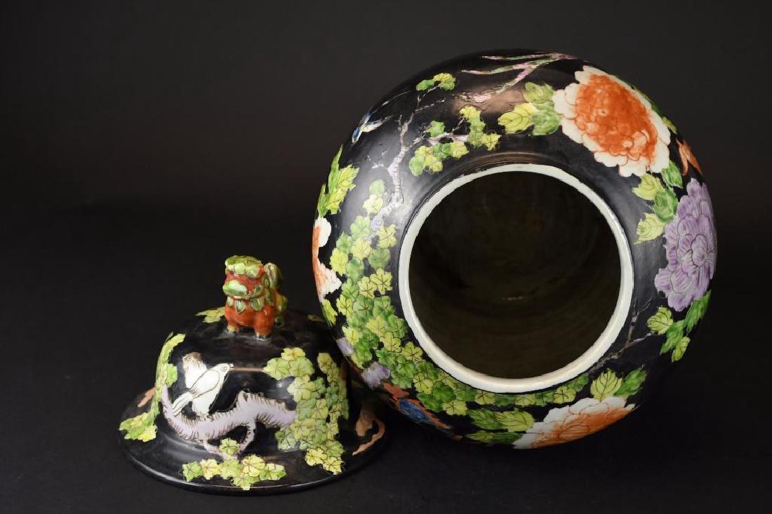 Chinese Wucai Glaze Lidded Jar - 5