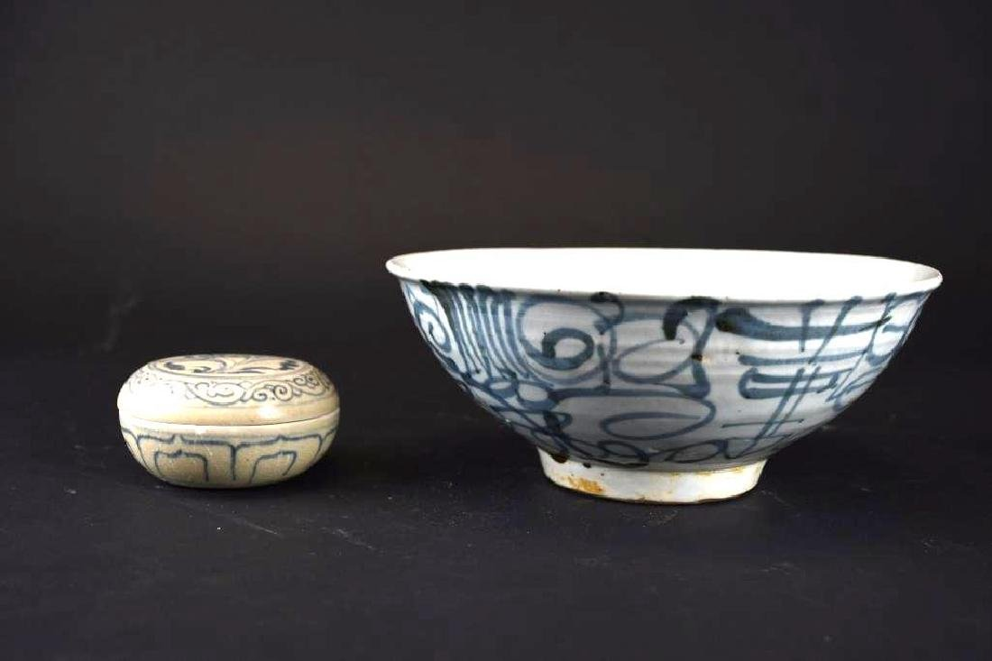 Two Chinese Porcelain Items