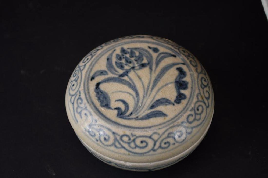 Two Chinese Porcelain Items - 5